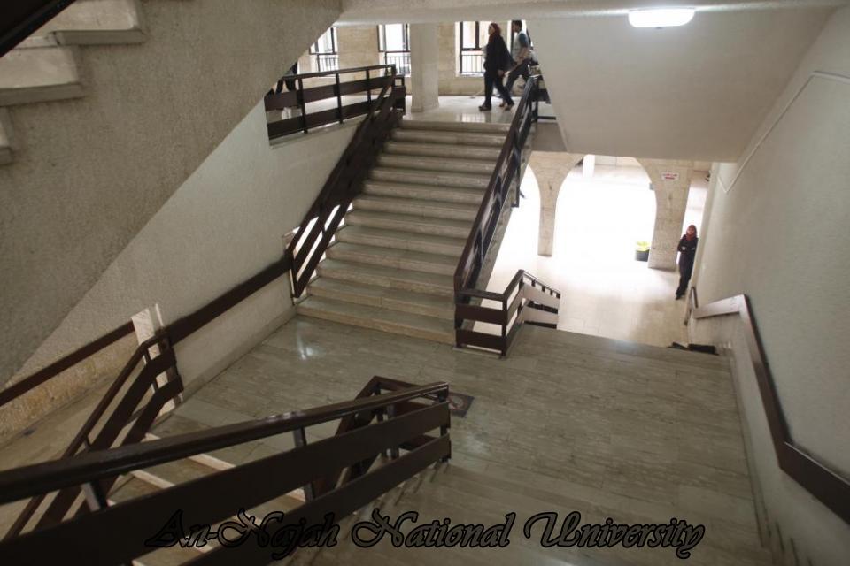 جولة بالصور  في جامعة فلسطينة عريقة Old%20Campus%20(7)