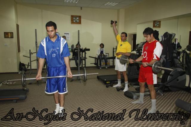 تدريبات طلاب كلية الرياضة في لعبة كمال الاجسام