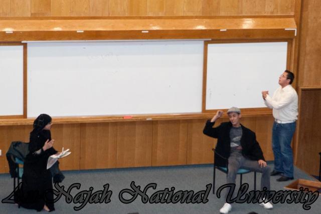 عرض مسرحية  لسنا ملائكة، لسنا شياطين ، لفرقة النجاح للفنون المسرحية 11