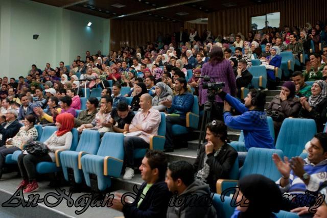 عرض مسرحية  لسنا ملائكة، لسنا شياطين ، لفرقة النجاح للفنون المسرحية 9