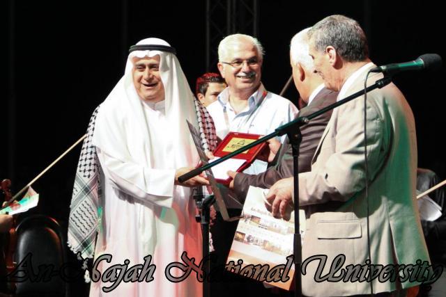 الفنان الكويتي الكبير عبد الله الرويشد يحي حفلة غنائية في جامعة النجاح الوطنية 10