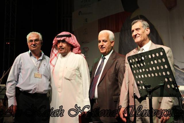 الفنان الكويتي الكبير عبد الله الرويشد يحي حفلة غنائية في جامعة النجاح الوطنية 12
