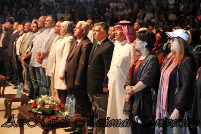 الفنان الكويتي الكبير عبد الله الرويشد يحي حفلة غنائية في جامعة النجاح الوطنية 2