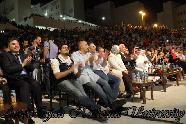 الفنان الكويتي الكبير عبد الله الرويشد يحي حفلة غنائية في جامعة النجاح الوطنية 20