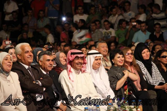 الفنان الكويتي الكبير عبد الله الرويشد يحي حفلة غنائية في جامعة النجاح الوطنية 23
