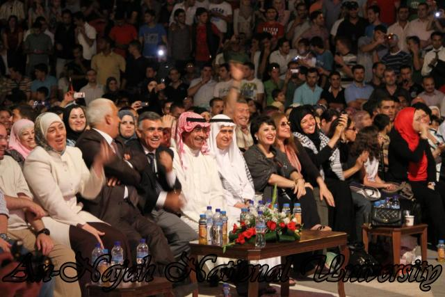 الفنان الكويتي الكبير عبد الله الرويشد يحي حفلة غنائية في جامعة النجاح الوطنية 24