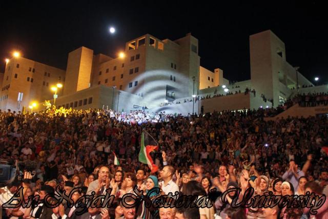 الفنان الكويتي الكبير عبد الله الرويشد يحي حفلة غنائية في جامعة النجاح الوطنية 27