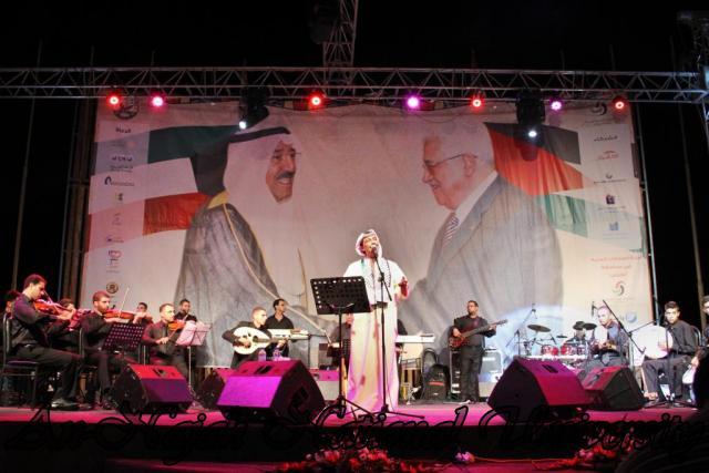 الفنان الكويتي الكبير عبد الله الرويشد يحي حفلة غنائية في جامعة النجاح الوطنية 29