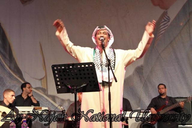 الفنان الكويتي الكبير عبد الله الرويشد يحي حفلة غنائية في جامعة النجاح الوطنية 30