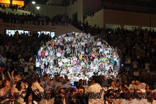 الفنان الكويتي الكبير عبد الله الرويشد يحي حفلة غنائية في جامعة النجاح الوطنية 37