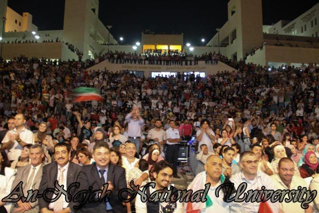 الفنان الكويتي الكبير عبد الله الرويشد يحي حفلة غنائية في جامعة النجاح الوطنية 41