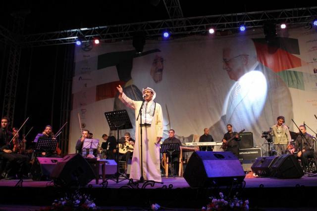 الفنان الكويتي الكبير عبد الله الرويشد يحي حفلة غنائية في جامعة النجاح الوطنية 45