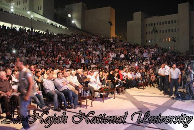 الفنان الكويتي الكبير عبد الله الرويشد يحي حفلة غنائية في جامعة النجاح الوطنية 7