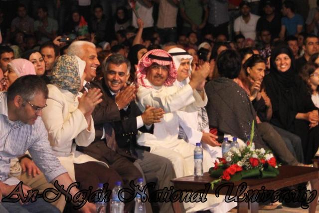 الفنان الكويتي الكبير عبد الله الرويشد يحي حفلة غنائية في جامعة النجاح الوطنية 8