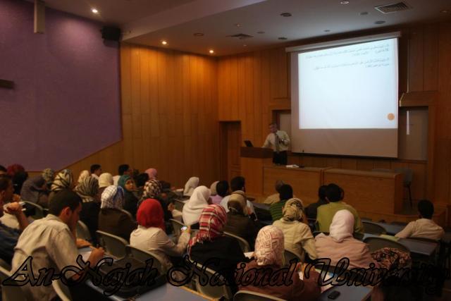 اللقاء المشترك بين كلية العلوم وكلية الشريعة حول نشاة الكون (39)