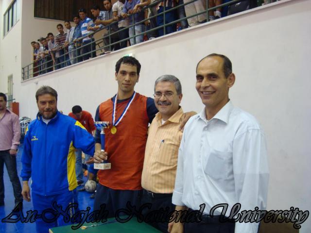 تكريم الفريق الفائز - بطولة كليات الجامعة
