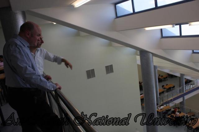 جولة في المكتبة والمركز الاعلامي