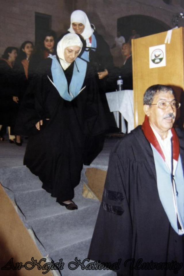 حفل تخريج كلية المجتمع 1998 1999 (2)