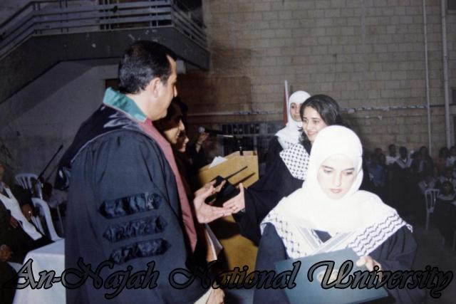 حفل تخريج كلية المجتمع 1998 1999 (61)