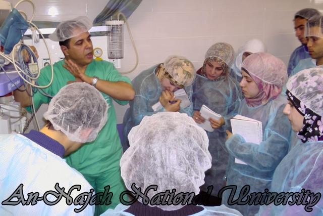 طلبة من قسم التمريض في الجامعة يزورون مستشفى رفيديا في نابلس 5