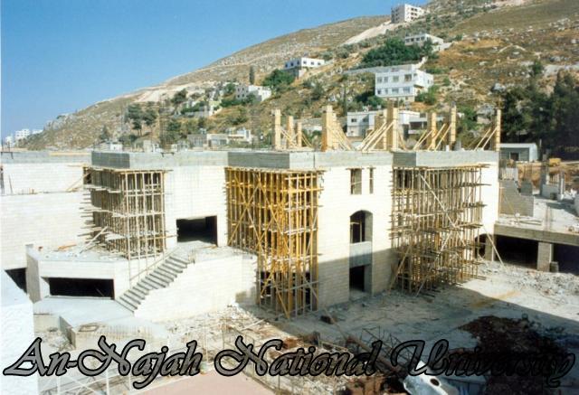 مباني الجامعة اثناء البناء