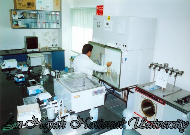 مختبرات الجامعة