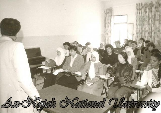 جولة بالصور  في جامعة فلسطينة عريقة %D9%88%D8%B1%D8%B4%20%D8%B9%D9%85%D9%84%20(3)