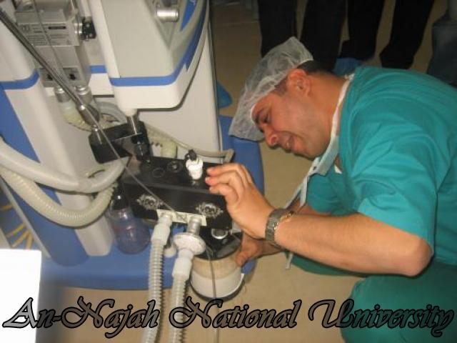 تدريب الطلبة على جهازي التخدير و التنفس الصناعي في م . رفيديا الحكومي
