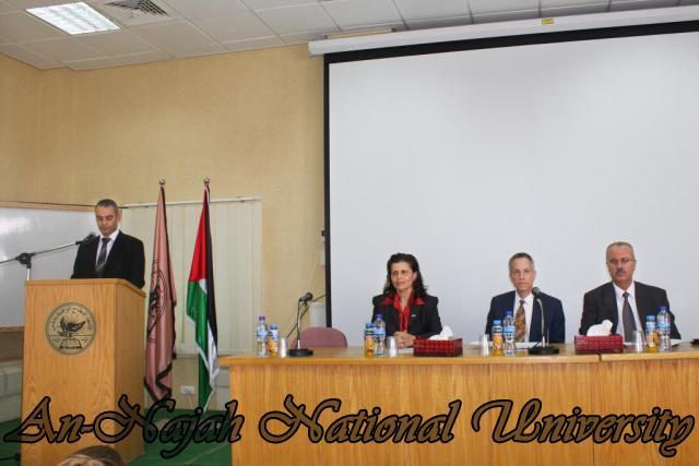15.10.2012, تكريم الطالبات المشاركات في تعزيز دور المرأة 1