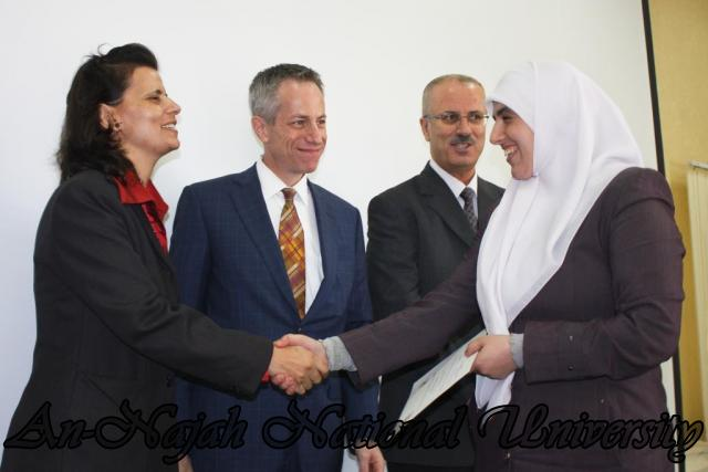 15.10.2012, تكريم الطالبات المشاركات في تعزيز دور المرأة 11