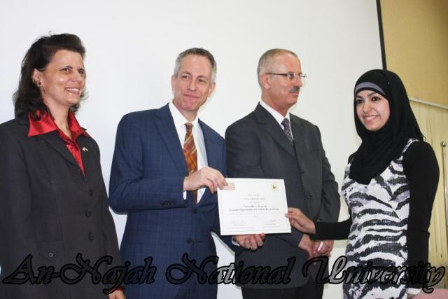 15.10.2012, تكريم الطالبات المشاركات في تعزيز دور المرأة 14