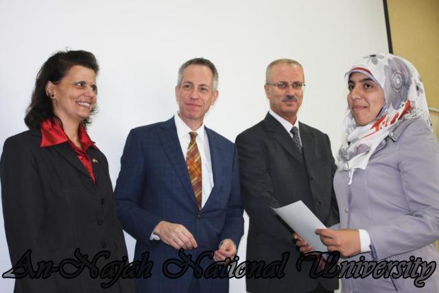 15.10.2012, تكريم الطالبات المشاركات في تعزيز دور المرأة 15