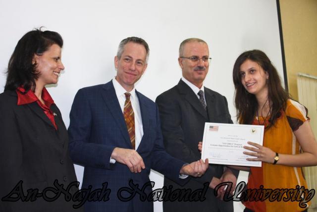 15.10.2012, تكريم الطالبات المشاركات في تعزيز دور المرأة 16