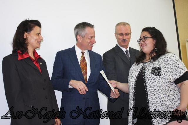 15.10.2012, تكريم الطالبات المشاركات في تعزيز دور المرأة 17