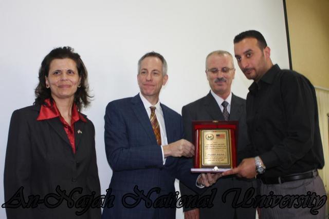 15.10.2012, تكريم الطالبات المشاركات في تعزيز دور المرأة 20