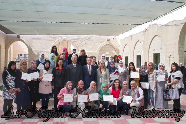 15.10.2012, تكريم الطالبات المشاركات في تعزيز دور المرأة 22