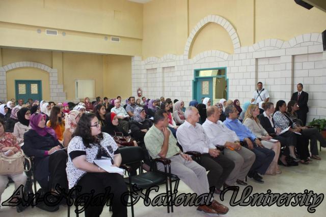 15.10.2012, تكريم الطالبات المشاركات في تعزيز دور المرأة 3