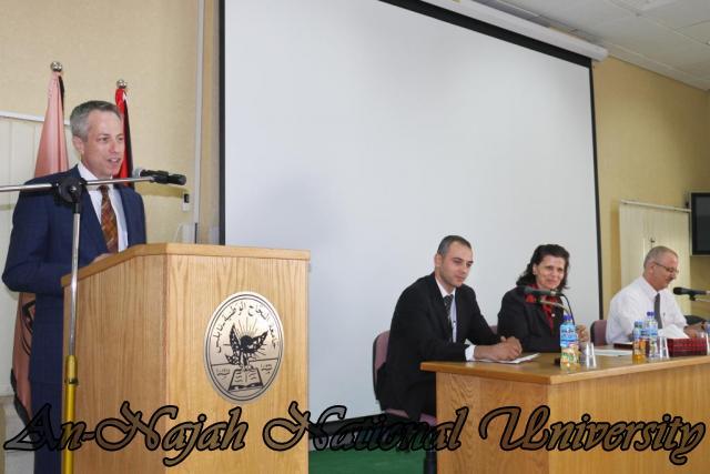15.10.2012, تكريم الطالبات المشاركات في تعزيز دور المرأة 4
