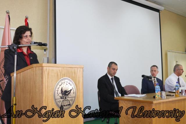 15.10.2012, تكريم الطالبات المشاركات في تعزيز دور المرأة 5