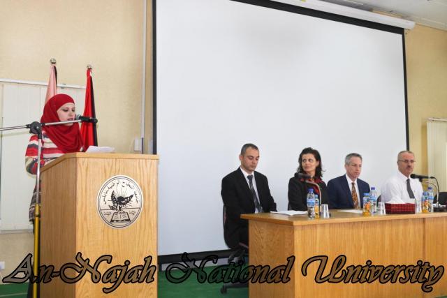 15.10.2012, تكريم الطالبات المشاركات في تعزيز دور المرأة 6