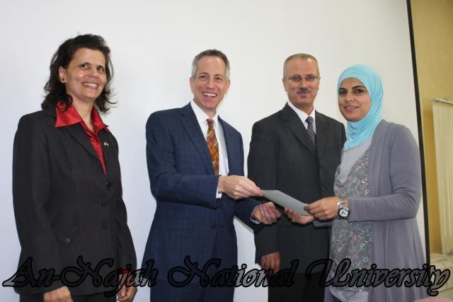 15.10.2012, تكريم الطالبات المشاركات في تعزيز دور المرأة 8