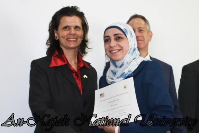 15.10.2012, تكريم الطالبات المشاركات في تعزيز دور المرأة 9