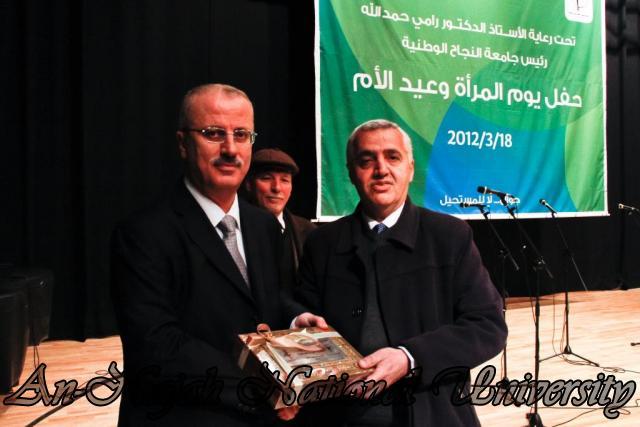 18.03.2012 حفل نقابة العاملين لتكريم العاملات في الجامعة 12