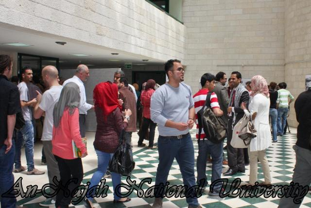 24.04.2012 معرض آفاق وتطلعات حول مدينة نابلس 14