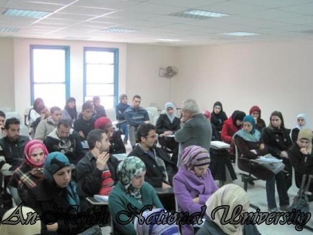 الدكتور ريزي يلقي محاضرة لطلاب اللغة الانجليزية بعنوان