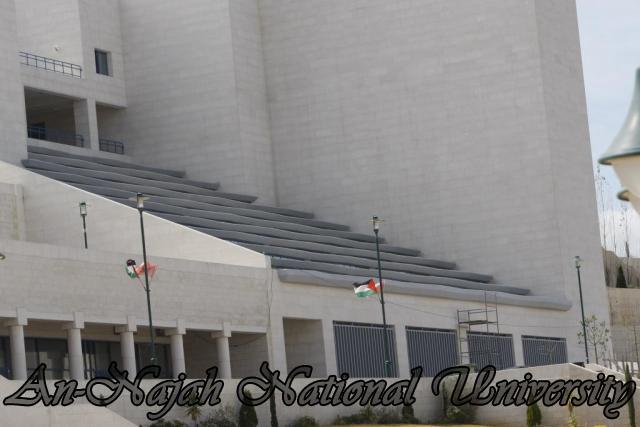 جولة بالصور  في جامعة فلسطينة عريقة Library%20the%20New%20Campus
