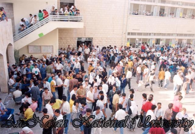اغلاق وحصار الجامعة